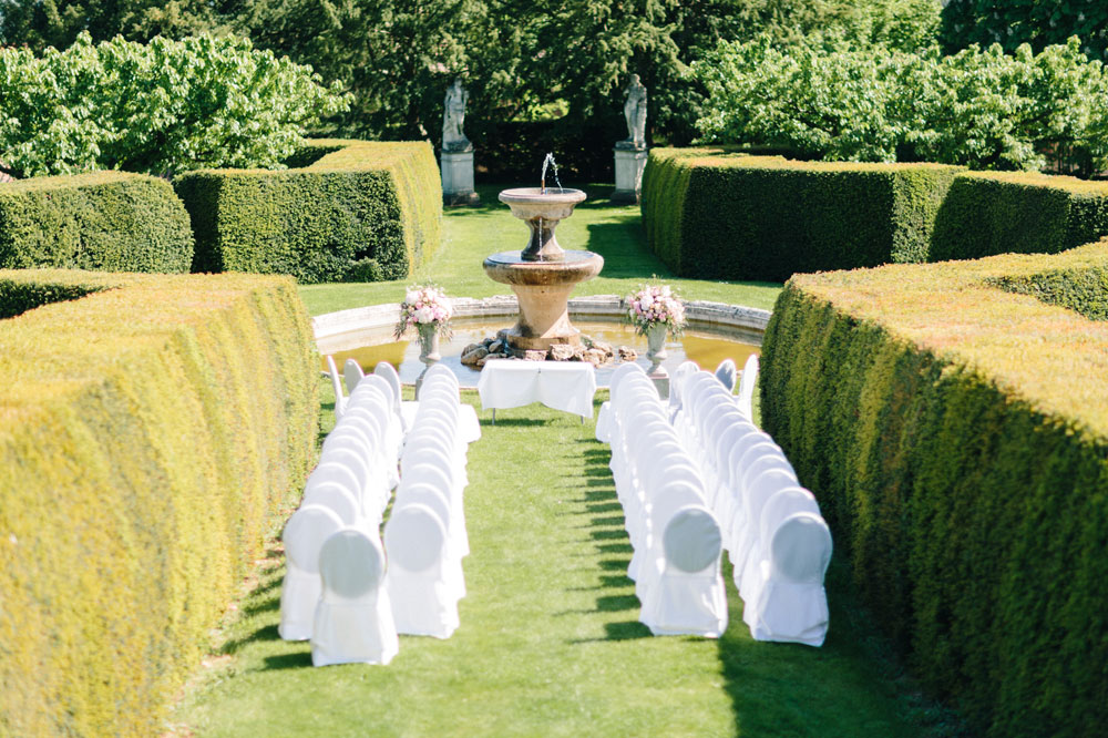 2 Fleurs De Fee Chateau De Bagnols Save The Date Photography